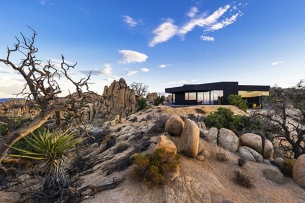 the-black-desert-house-in-joshua-tree-ca.jpg