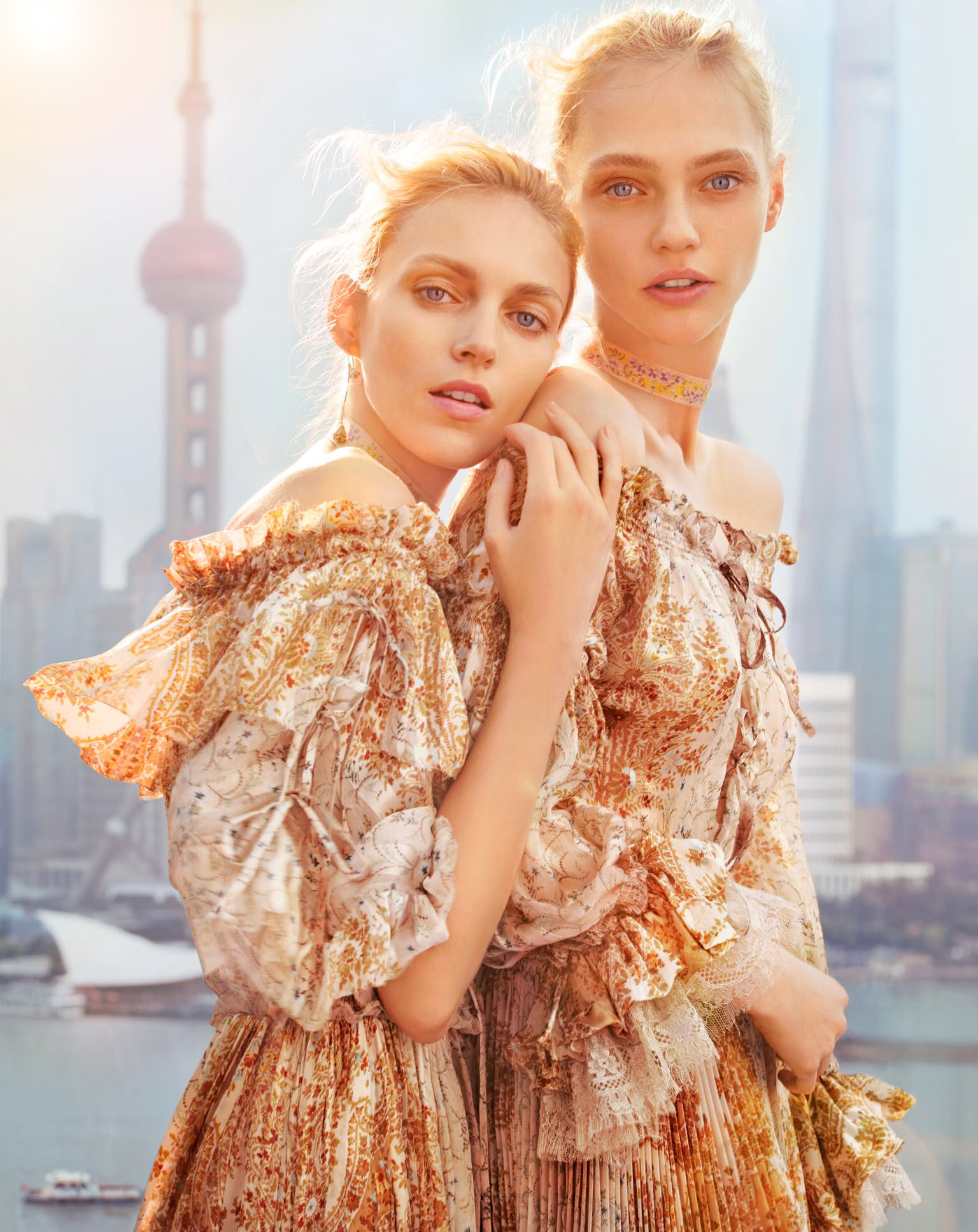 vogue_china-february_2016-anja_rubik-sasha_pivovarova-by-chen-man-00b.jpg