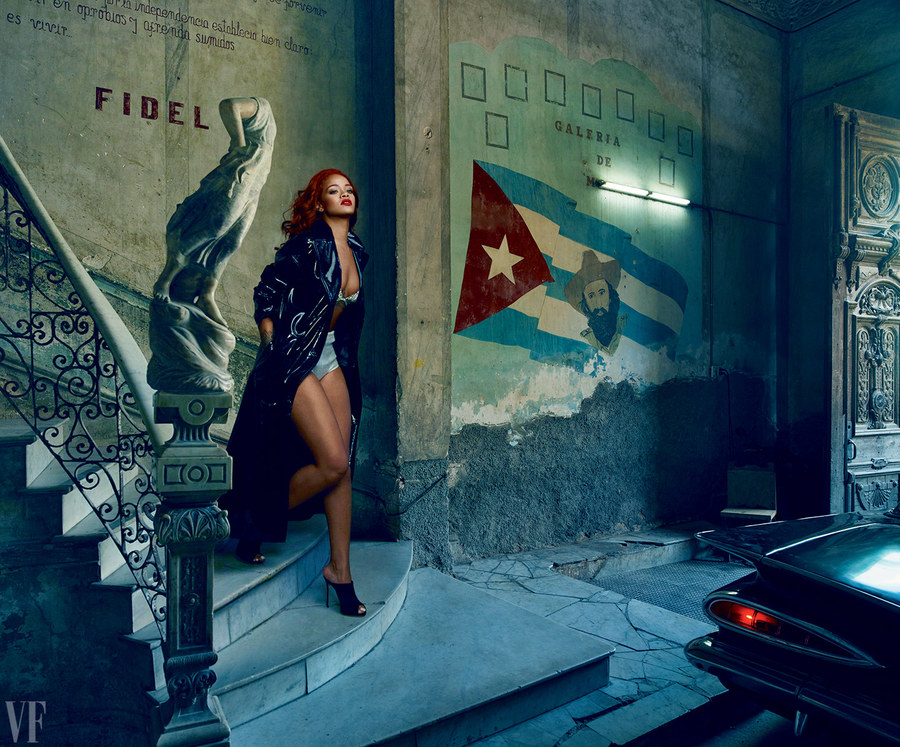 rihanna-november-2015-cover-annie-leibovitz-vf-05.jpg