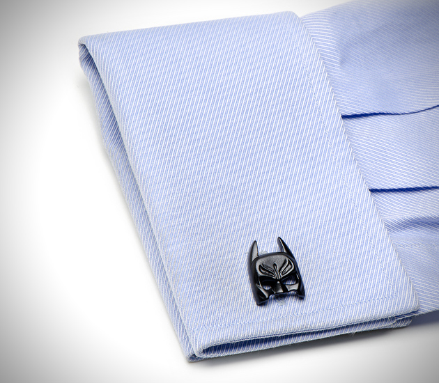 the-dark-knight-batman-cufflinks-2.jpg