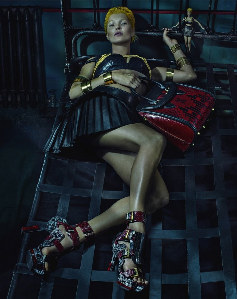 800x1006xalexander-mcqueen-spring-summer-2014-campaign-kate-moss-photos-0007.jpg.pagespeed.ic_.-wd-a4znkm.jpg